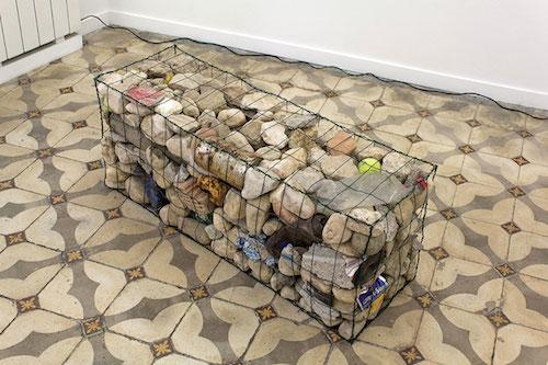 Les Frères Ripoulain, Gabion, galets de l'Huveaune et déchets, Straat Galerie, 2015