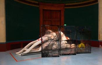 Installation Start-change-stop des artistes Natasha Lacroix et Joris Henne, exposition Les voyageurs des félicités des Beaux-Arts de Paris