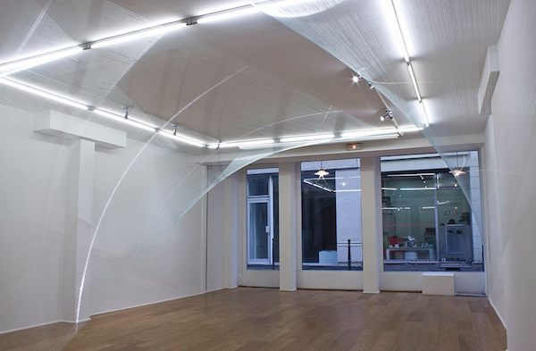 Installation 'Light and Form', Sophia Dixon Dillo. 35km of monofilament. Galerie Fatiha Selam. Image courtesy of the artist