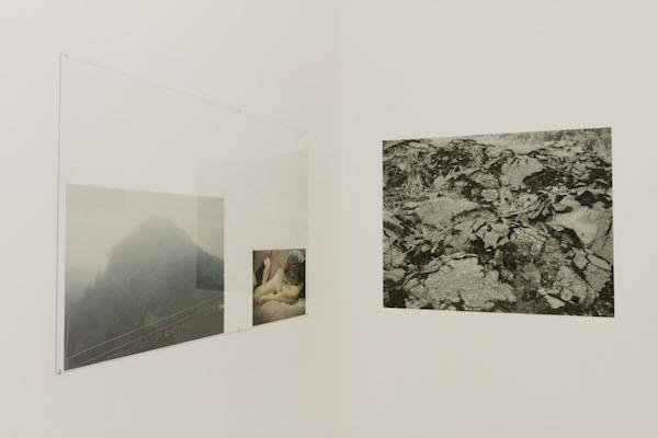 Rebekka Deubner, Des filles la mer une grotte, Courtesy Straat Galerie Marseille