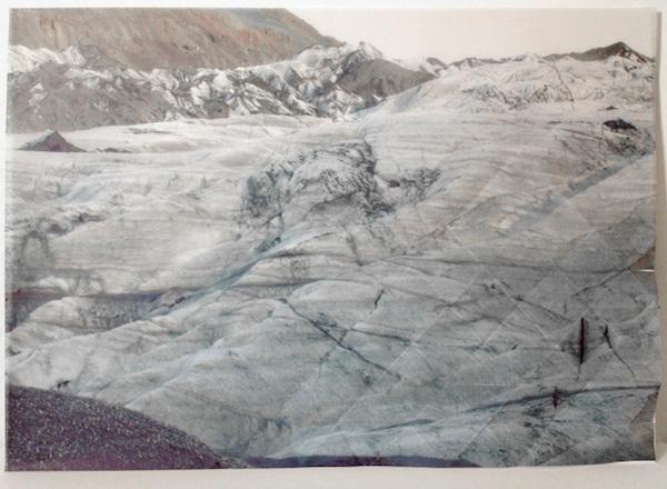 Juliette-Andrea Elie, Le paradoxe de l'archifossile Dessin en embossement et photographie imprimée sur papier Pergamano, ©J-A.Elie