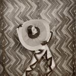 Lizica Codreanu portant le costume de Pierrot-Éclair dessiné par Sonia Delaunay, dans le filme de René Le Somptier's Le P'tit Parigot 1926