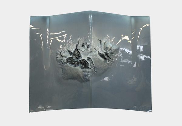 Maxime Lamarche, Accident de surface, 2015, Sculpture (moulages) Résine Polyester/fibre de verre, peinture auto customisée, 120 X 115 X 10 cm