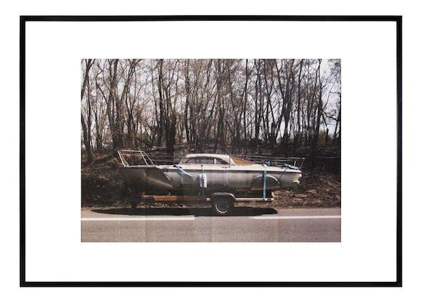 Maxime Lamarche, Crisis, 2015, Sur la route Tirage jet d'encre sur papier 120g 4 plis croisés Encadrement : Médium, verre 100 x 70 cm