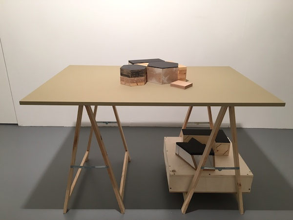 Josué Z. Rausher, Double hexagone à la lamelleuse, vue d'exposition #2. Long distance communication, galerie Marine Veilleux