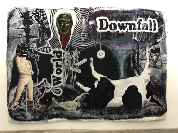 Damien Deroubaix, World Downfall, 2014 Tapisserie en 3 panneaux assemblés : fils de laine, broderie, cuir, dentelle / 268 x 410 cm Vue d'exposition Dogs from Hell Galerie Patricia Dorfmann