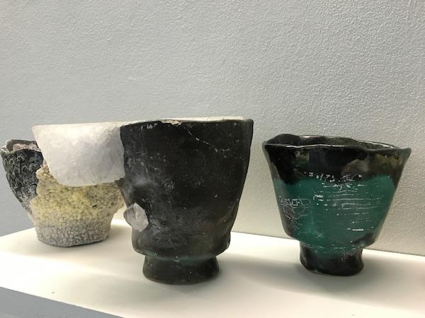 Laura O'rorke, élément en céramique et cristal d'alun du Banquet, dernier volet performé du projet Téloméris exposition Polder II, Glassbox, 2015