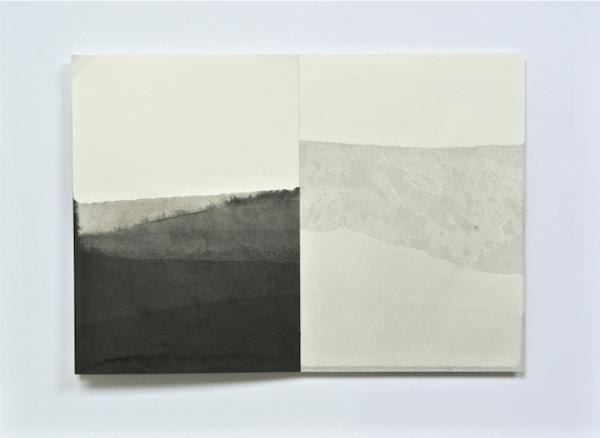 Série « Soak», encre de chine sur papier, 2015. Crédit : Emilie Duserre