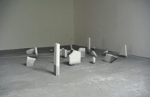 Série « Soak», encre de chine sur plâtre, 2014. Crédit : Emilie Duserre