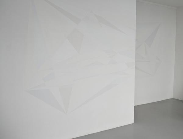 wall #2, 2014, peinture acrylique, 557 x 267 cm. Wallpainting réalisé pour l'exposition personnelle Back Line à la Galerie 22,48m2, Paris.