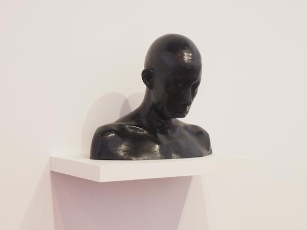 Sophie DUBOSC, Femme au menton coupé, 2016 [bronze patiné]