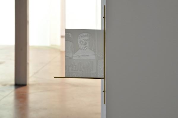 Guillaume CONSTANTIN, La femme inconnue, 2016 [lithophanie numérique, impression 3D en PLA, laiton] Vue de l'exposition L'Inconnue de la Seine – Un Songe, 2016 © Photo: Estèla Alliaud