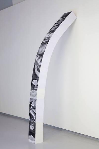 Colonne, 2016, blocs de papier A4 reliés, sérigraphie sur tranche de gouttière, 280 x 21 x 29,7 cm