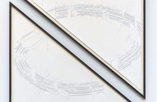 Keita Mori, Bug report (Circuit), 2016 Fil de coton et fil de soie sur papier. Diptyque - 111 x 100 cm