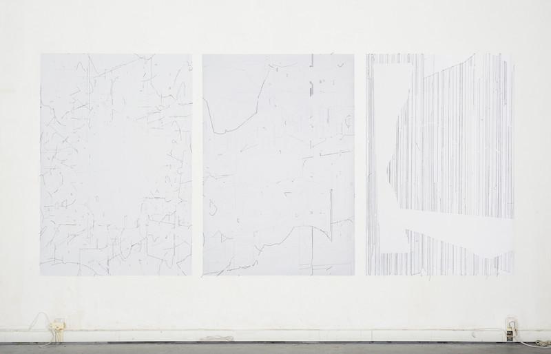 Keita Mori, Bug report (Océan), 2013. Fil de coton sur papier. Triptyque - 150 x 325 cm