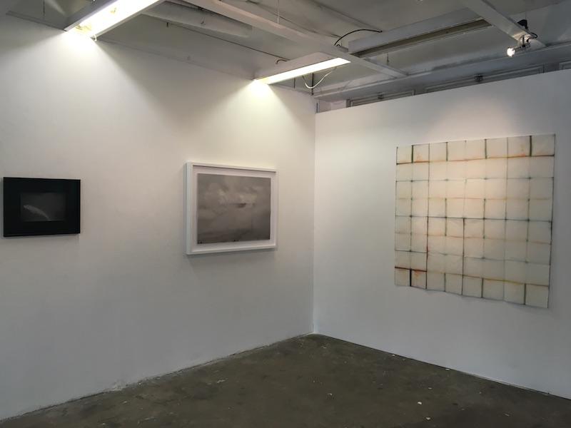 Vue de l'exposition […] Inconnaissance - 6B - Juliette-Andréa Elie (à gauche) et Natalia Jaime-Cortez. Photo Point contemporain