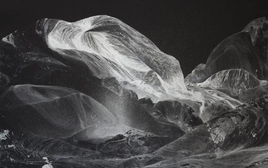 Gilles Balmet Silver mountains 2015 Peinture acrylique argent sur papier noir 70x100cm