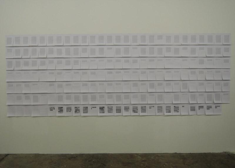 Luca RESTA, Liste #3 (réorganisation des mots du livre Le Château des destins croisés, Italo Calvino, 1976), vue de l'exposition Hasards Heureux à la Galerie de la Salle des Machines (Friche la Belle de Mai), juin 2016