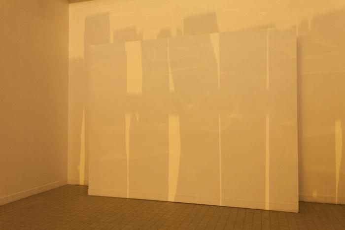 Nathalie Brevet_Hughes Rochette Barrié #4 (palissada) 2016 panneau de bois, lampes sodium a : aveuglées b : ne peuvent plus s'y loger 2012 grillage galvanisé, ampoules à filament, lampe sodium ©Nicolas Giraud - CACC