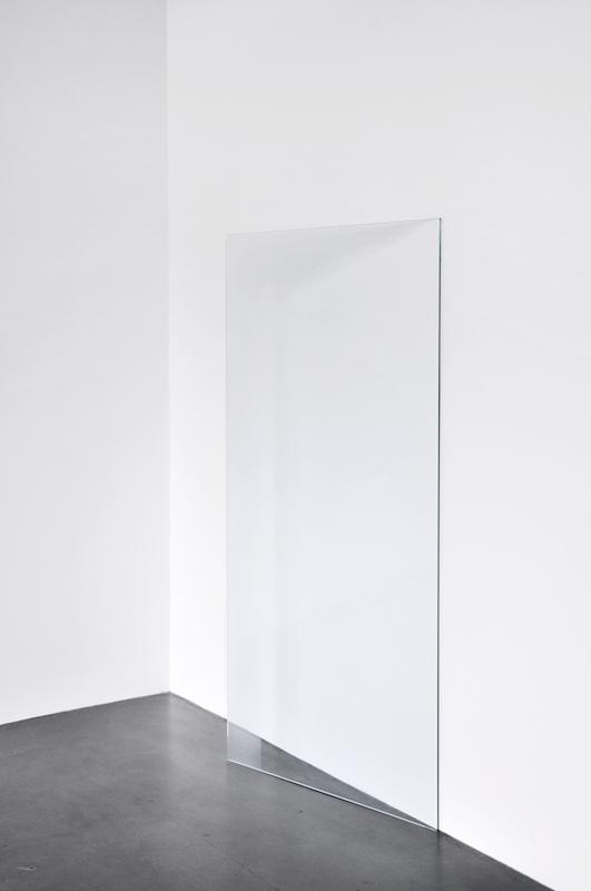 L'écho, détail, 2016. panneaux de verre sablé, 160x80 cm production La Tôlerie, Clermont-Ferrand