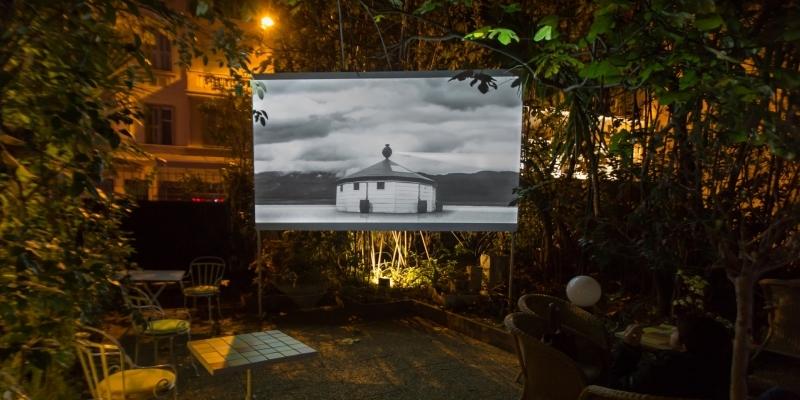[EN DIRECT] Deuxième édition du festival OVNi – Objectif Vidéo à Nice, qui rassemble plus de cent vidéos dans les hôtels et dans la ville.