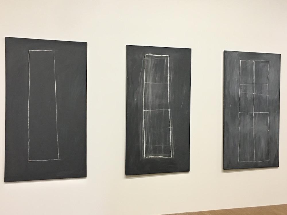 Problem I, II,III. Triptyque. Peinture industrielle, crayon à la cire sur toile. MMK Museum für Moderne Kunst, Francfort-sur-le-Main, ancienne collection Karl Ströher, Darmstadt.