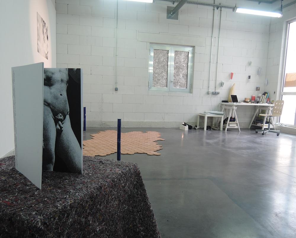 Accrochage réalisé pour les Portes Ouvertes des Ateliers d'Astérides, Pierre Boggio, juin 2016 © Astérides