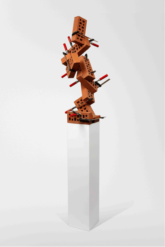 Benjamin, Sabatier, Briques, 2010. Briques et serres joints, 193x46x51cm.
