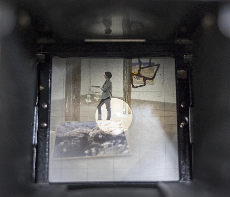 Vue de l'exposition Crète à Creux depuis le viseur de Negative Blues, collaboration Pauline Toyer et Mathilde Geldhof . © Mathilde Geldhof