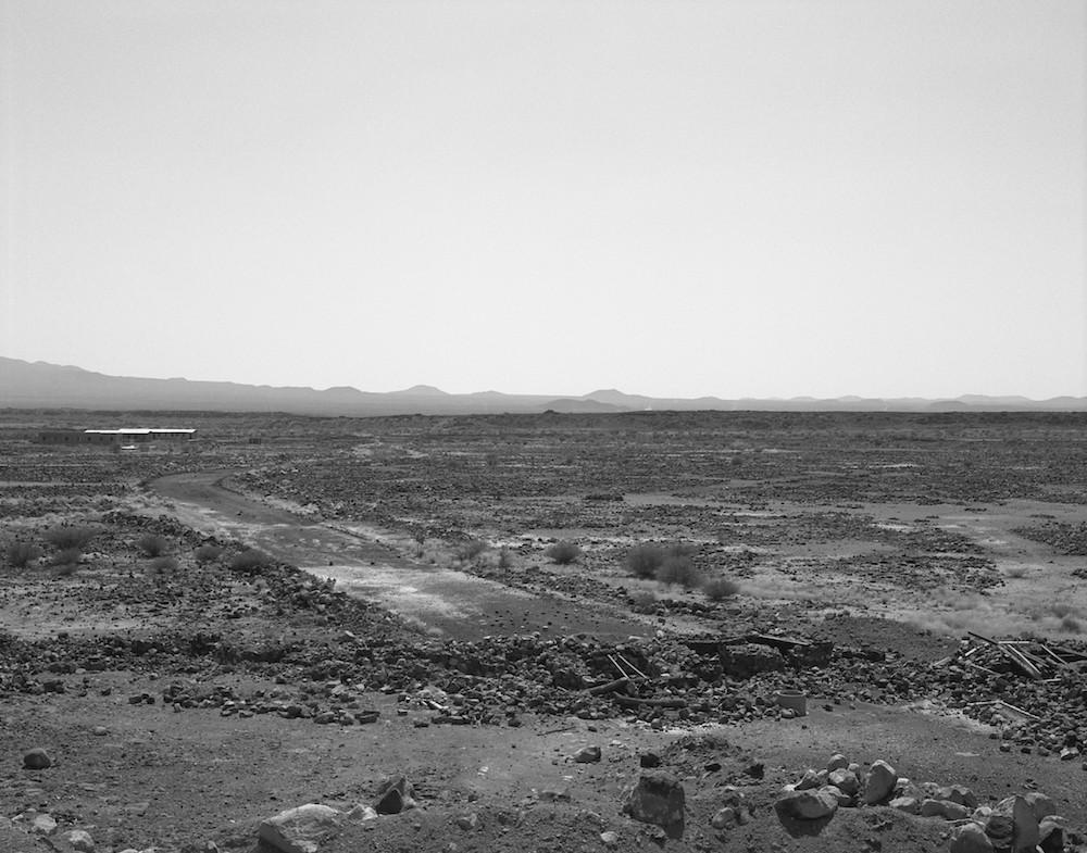 Anne-Marie FILAIRE Zone de sécurité temporaire, désert du Danakil, Erythrée – novembre 2001 Photo © Anne-Marie Filaire