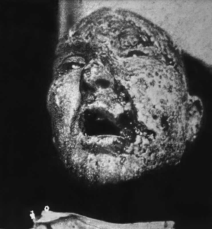 Eric Manigaud, Gueule cassée #1 - 2003 Mine de plomb et poudre de graphite sur papier ,157 x 147 cm. Courtesy Galerie Sator
