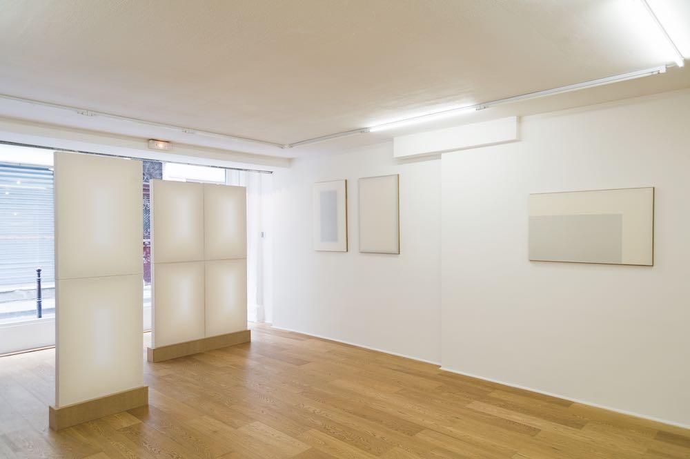 Vue de l'exposition Le roman d'une feuille blanche - Chapitre I du 06 septembre au 18 octobre 2014, première exposition personnelle de Jörg Gessner © Galerie Fatiha Selam.