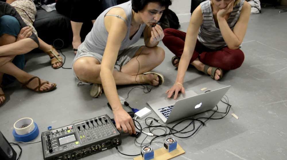 Between 2, Sound performance, variable dimensions, microphone, amplifier, laptop, speakers, hearing aids, 2016