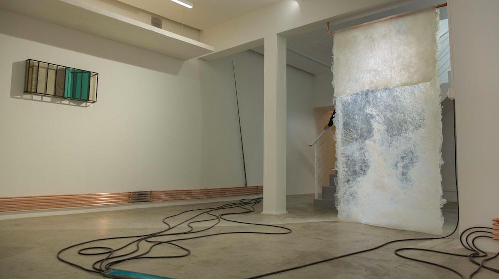Wilfrid Almendra, Sans Titre, 2017. Bois, plâtre, cuivre, acier, verre, câbles. (Court. Galerie Bugada & Cargnel, Paris)