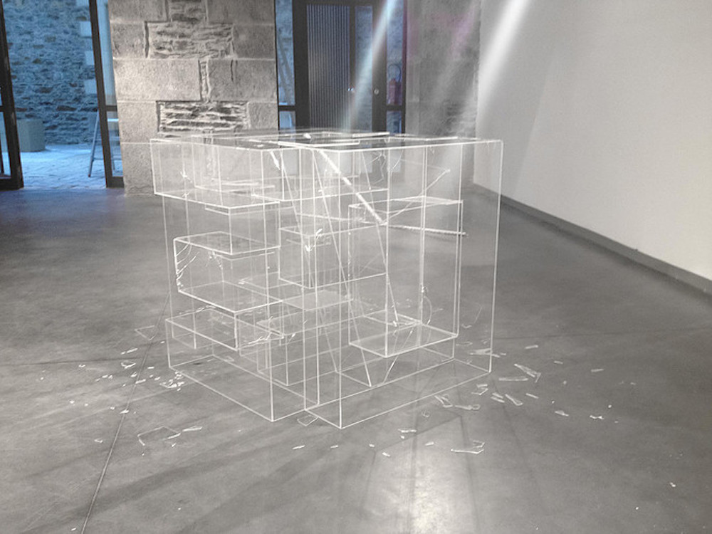 raté !, 2015 90 x 150 x 90 cm (variable dimensions) polymethylmethacrylate  — texte associé