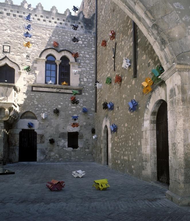 Aliens, Palazzo Corvaja, Taormina, Sicily, card-board, enamel, 1990.