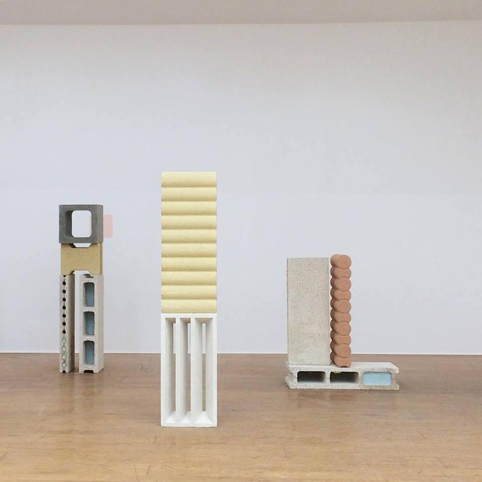 Nature Morte, installation, brique, plâtre, pigment et peinture sur mur, dimensions variables. Vue du solo show Falling Walls Double V Gallery Marseille