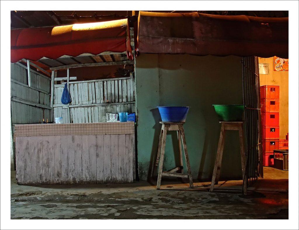 """Franck Abd-Bakar Fanny Série """"Maquis, Yola"""" - Maquis Cabin, édition 5 2017 - Photographie sur Diasec - 100 x 75 cm © Franck Abd-Bakar Fanny - Courtesy Fondation Donwahi"""