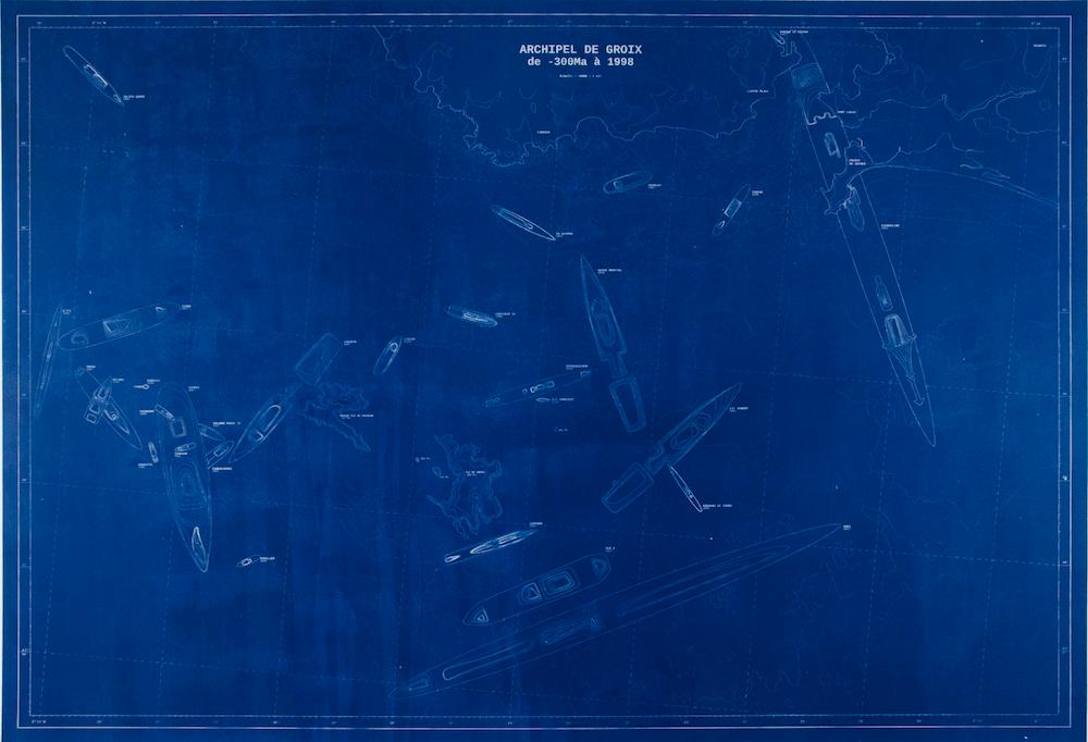 Capucine Vever, Archipel de Groix (de -300 MA à 1998), 2013, en collaboration avec Valentin Ferré, 2013, impression cyanotype sur papier Arches, Contrecollé sur bois, 86 x 126 cm