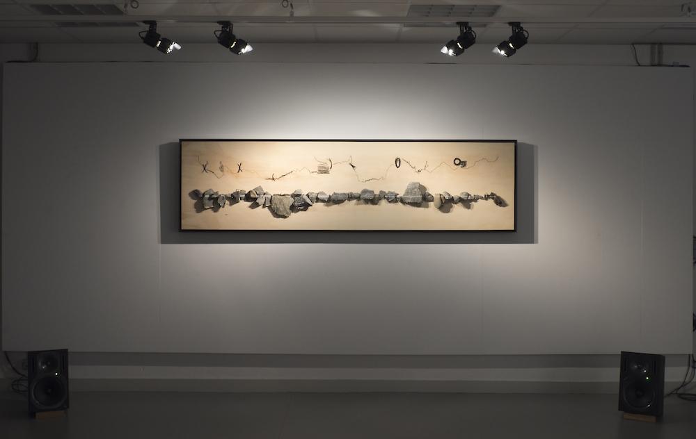 Capucine Vever, C'est en chantant le nom de tout ce qu'ils avaient croisés en chemin (...) qu'ils avaient fait venir le monde à l'existence, 2017, Pierres, clous, bois, pierre noire, acier travaillé à l'ématite, 252 x 70 cm