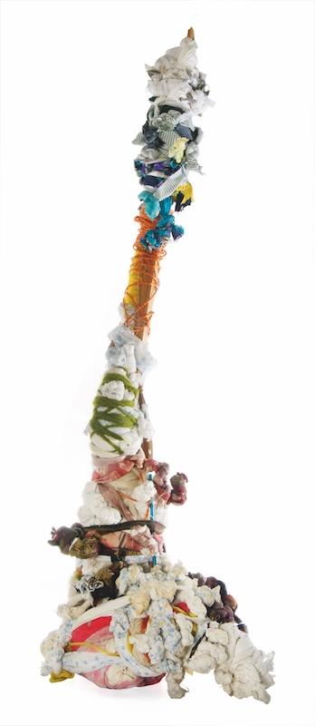 Pascal Tassini, sans titre, 2012. assemblage textile noué, 120 x 28 x 42 cm