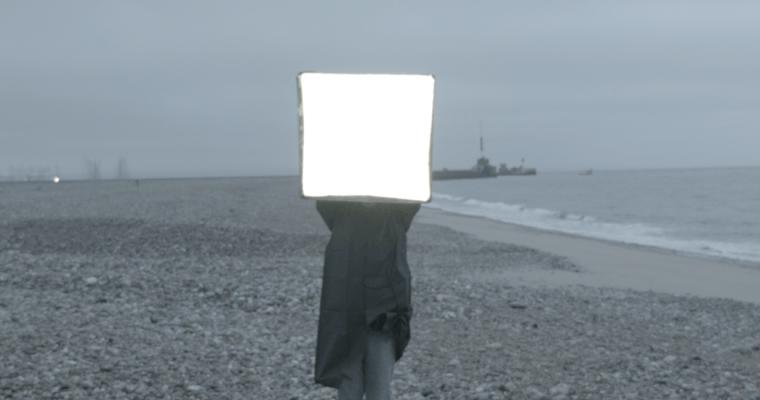 Rebecca Digne SEL (2016) Vidéo HD et Super 8 / 5mn / Couleur / Son: Neon & Landa/ Elevator Production. Produit par Artois Comm. avec le soutien de la DRAC Île-de-France. Courtesy Artiste et la galerie Escougnou-Cetraro