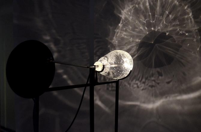 Charlotte Gautier, Fractal Verre soufflé, métal, moteur, ampoule Dimensions variables 2016. Verre soufflé par Stéphane Rivoal des ateliers Silicybine.