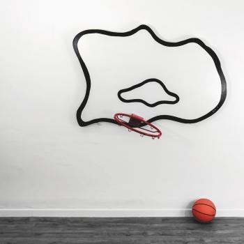 Gilbert Coqalane, La campagne est propice pour observer les nuages et pour l'implantation de terrains de basket. Vue d'exposition, Contenant Contenu, Galerie Elizabeth Couturier Lyon. Courtesy : Galerie Elizabeth Couturier Lyon. Photo : Jean Charles Thomas.