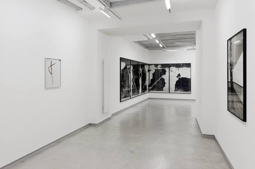 "Lukas Hoffmann, Vue de l'exposition ""Staring at the scenery"" Galerie Bertrand Grimont Paris"