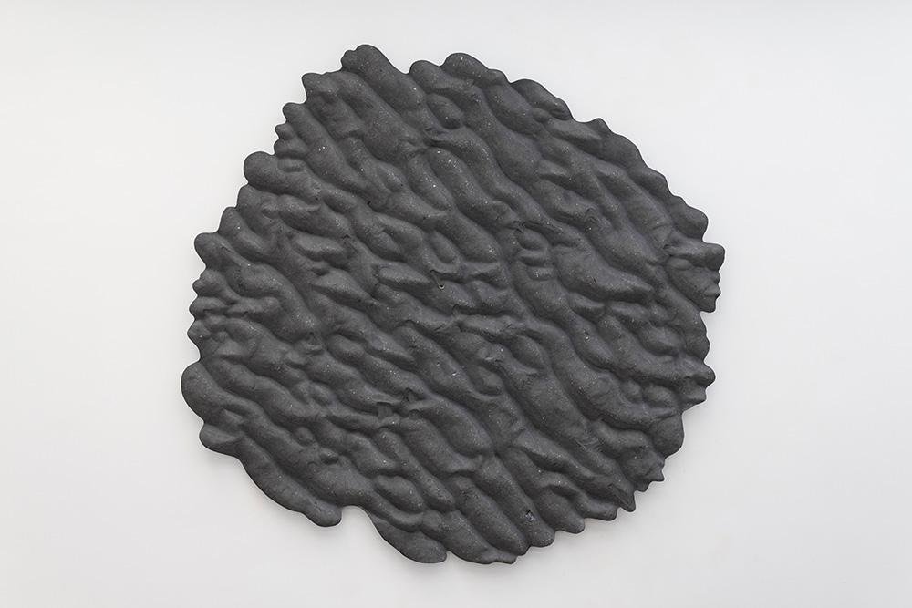 Thomas Tronel Gauthier, The Last Piece of Wasteland #7 2015 Résine teintée, sable, coquillages, châssis aluminium 153 x 145 cm Pièce unique