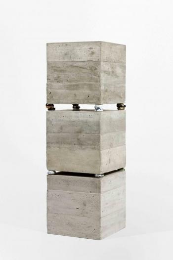 Benjamin Sabatier - Cans 2 - 2012, béton, polystyrène et canettes en aluminium, 160 x 50 x 50 cm -Courtesy Galerie Bertrand Grimont