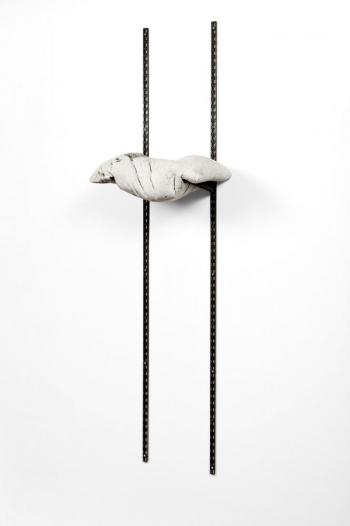 Benjamin Sabatier - Rack - 2009, crémaillères et béton, 206 x 52 x 38,5 cm - Courtesy Galerie
