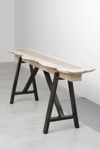 Benjamin Sabatier - Sans titre - 2016, béton et bois, 87 x 59 x 237 cm -Courtesy Galerie Bertrand Grimont