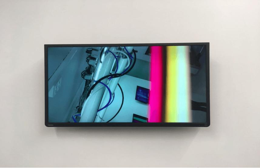Neïl Beloufa, Pour te faire plaisir, 2018. Installation, technique mixte, dimensions variables. Courtesy de l'artiste